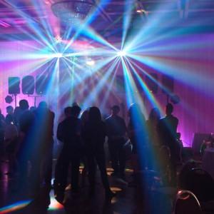 L'effet que donne notre système de lumières, vue du fond de la salle